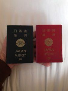 パスポートのホッチキスの穴に注意